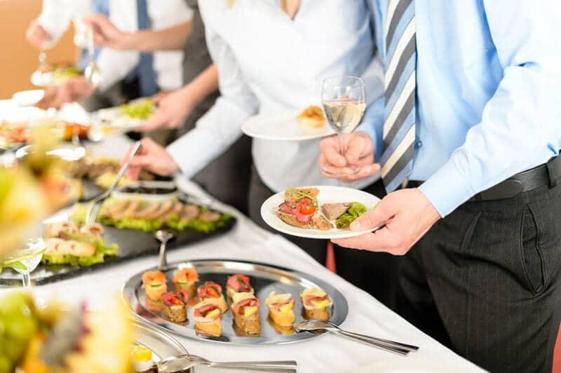 הפעלת חדר אוכל לעובדים